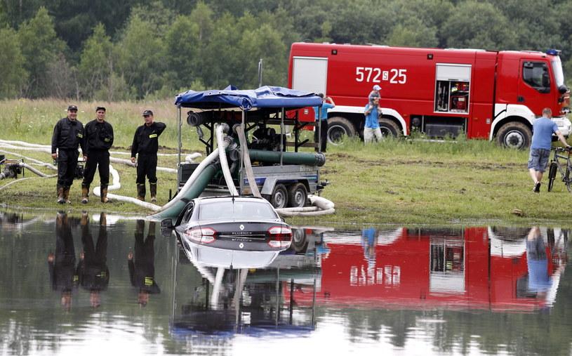 W Rudzie Śląskiej trwa usuwanie szkód, jakie wyrządziła nocna nawałnica /Andrzej Grygiel /PAP