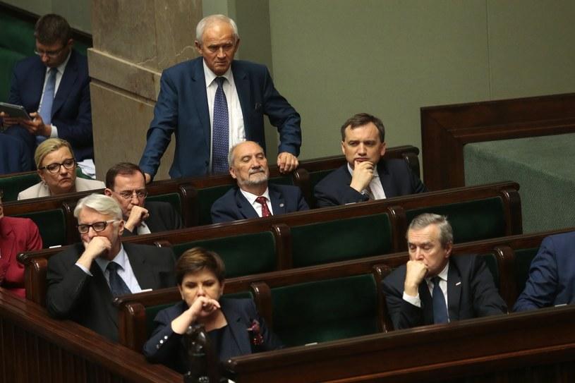 W rządzie PiS toczy się walka frakcji? /Adam Janowski /Reporter