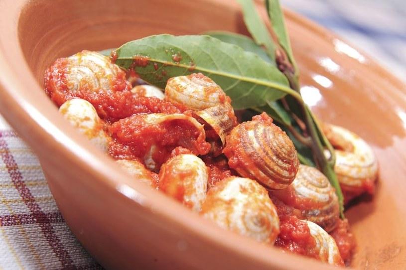 W Rzymie w Noc Świętojańską jada się winniczki w pikantnym pomidorowym sosie /123RF/PICSEL