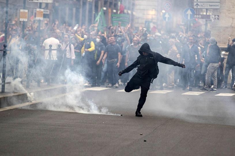 W Rzymie w sobotę i w nocy doszło do gwałtownych zamieszek /PAP/EPA/MASSIMO PERCOSSI /PAP