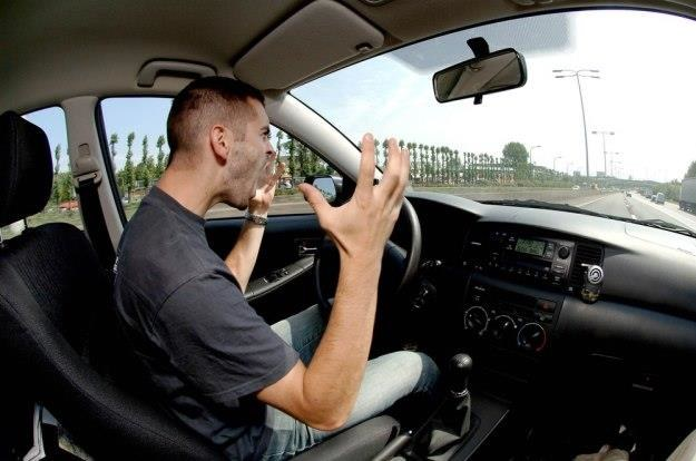 W samochodzie nerwy puszczają szczególnie łatwo... /East News