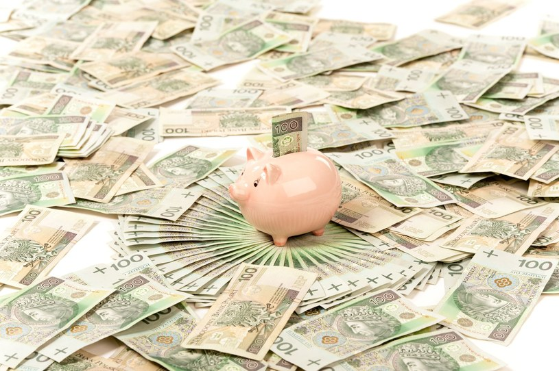 W samym tylko czerwcu z bankowych lokat wyparowało prawie 12,5 mld złotych /123RF/PICSEL