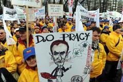 W Sejmie debata, przed Sejmem protest związkowców