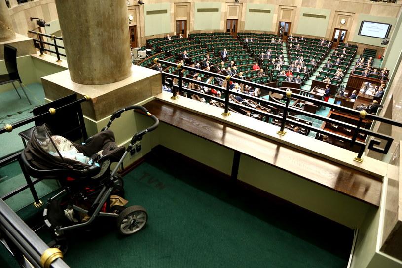 W Sejmie odbyła się debata nad wnioskiem o przeprowadzenie referendum edukacyjnego /Tomasz Gzell /PAP