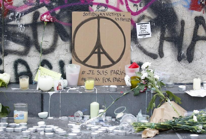 W serii zamachów w Paryżu zginęło 129 osób /JULIEN WARNAND /PAP/EPA