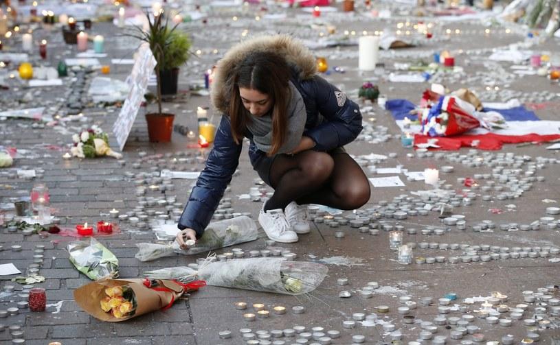 W serii zamachów w Paryżu zginęło 129 osób /GUILLAUME HORCAJUELO  /PAP/EPA