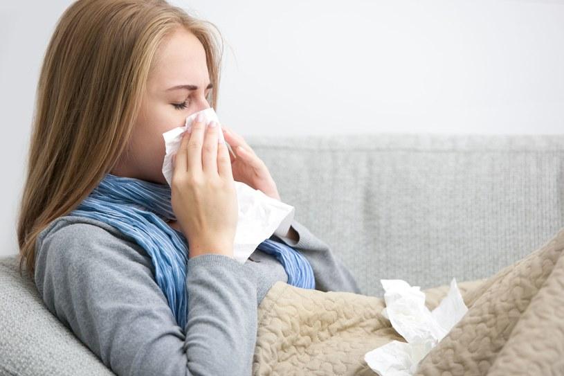 W sezonie grypowym każdego dnia zapada na grypę ok. 200 tys. Polaków /123RF/PICSEL