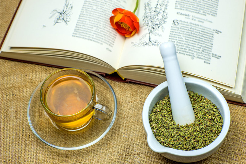 W sezonie jesienno-zimowym nie zaszkodzi uczynić z czystka herbatki numer jeden /123RF/PICSEL