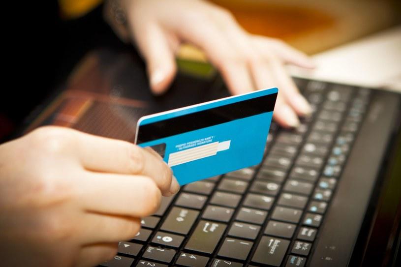 W sieci musimy pilnować naszych danych - nigdy nie podawać ich na stronach innych niż te bankowe /123RF/PICSEL