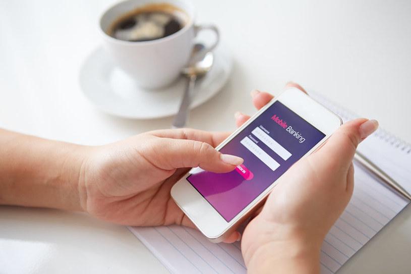 W sieci pojawiła się nowa odmiana złośliwego oprogramowania atakującego aplikacje mobilne największych banków /123RF/PICSEL