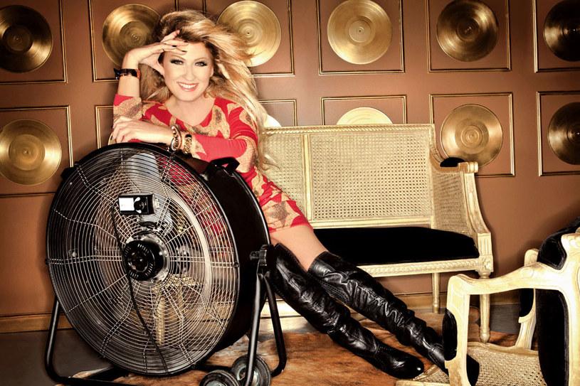W sieci wygrywa rankingi na najlepszą wokalistkę, ale i najgorzej ubraną artystkę  /Aldona Kaczmarczyk /Twój Styl