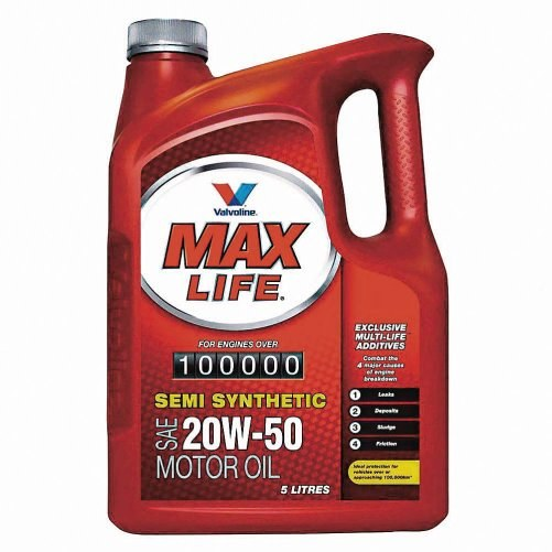 W silnikach z tendencją do wycieków sprawdzi się specjalny olej z dodatkami zmiękczającymi uszczelniacze. /Motor