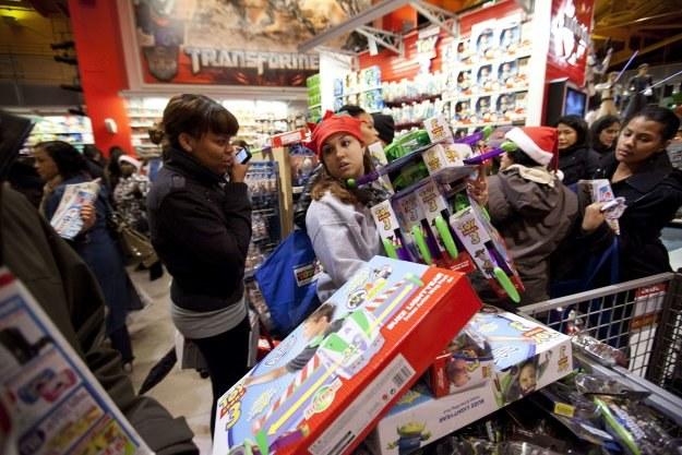 W sklepach z zabawkami Toys R Us zakupy można było robić aż do godz. 22 /INTERIA.PL