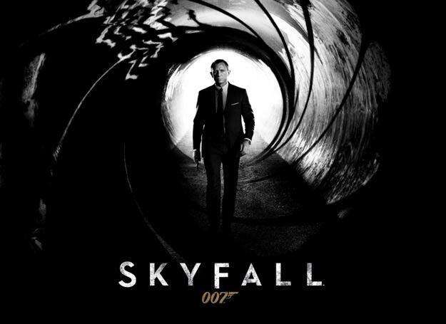 """W """"Skyfall"""" w roli Jamesa Bonda ponownie pojawia się Daniel Craig /"""