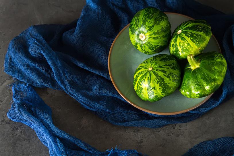 W smaku patisony podobne są do cukinii, sprawdzą się więc zarówno w daniach wegetariańskich, jak i mięsnych /123RF/PICSEL