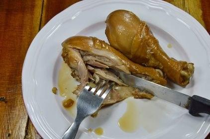 W śmietniku często ląduje niedojedzone mięso /123RF/PICSEL