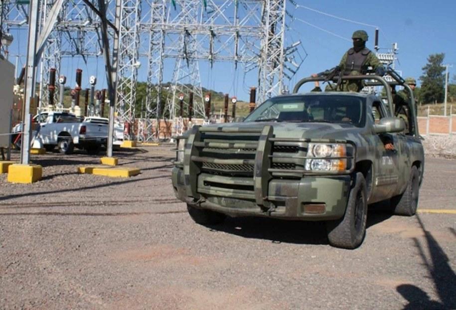 W sobotę konwój nieuzbrojonych członków milicji wjechał do miasta. Ale za rogatkami przywitała ich salwa z broni palnej /STRINGER /PAP/EPA