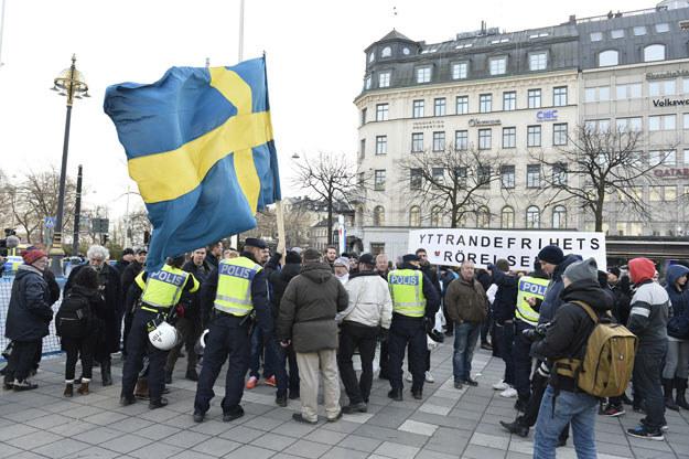 W sobotę w centrum Sztokholmu około 100 osób wzięło udział w manifestacji /AFP