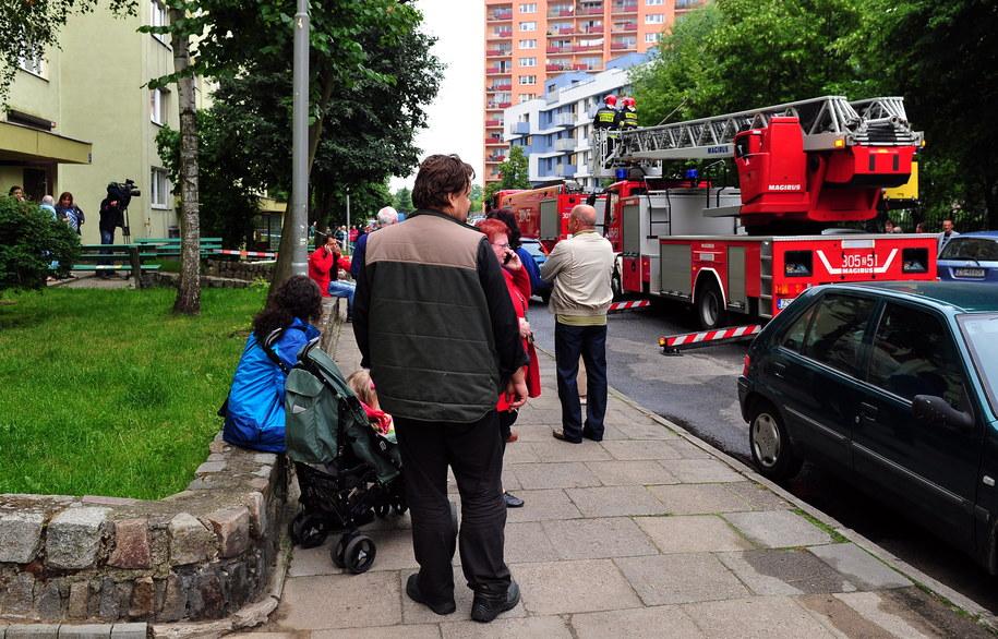 W sobotę z jedenastopiętrowego budynku ewakuowanych było około 150 mieszkańców /Marcin Bielecki /PAP