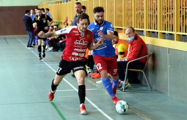 W sobotnie popołudnie w STATSCORE Futsal Ekstraklasie odbyło się siedem spotkań. Na zdjęciu spotkanie Piasta Gliwice z Red Devils Chojnice /Aleksander Knitter /