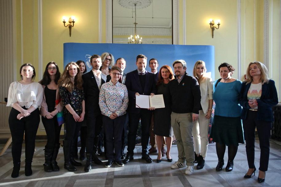 W spotkaniu wzięli udział przedstawiciele organizacji reprezentujących społeczność LGBT+ /Leszek Szymański /PAP