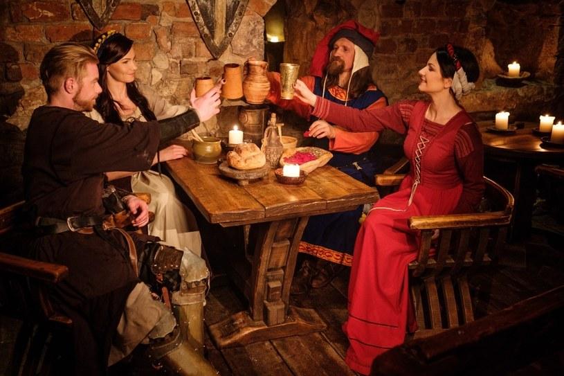 W średniowieczu biesiadowano /©123RF/PICSEL