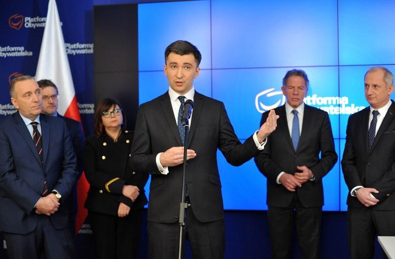 W środku główny ekonomista PO - Andrzej Rzońca /Piotr Smoliński /Reporter
