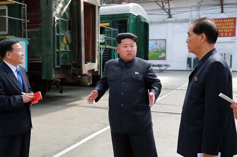 W środku przywódca Korei Północnej Kim Dzong Un /AFP