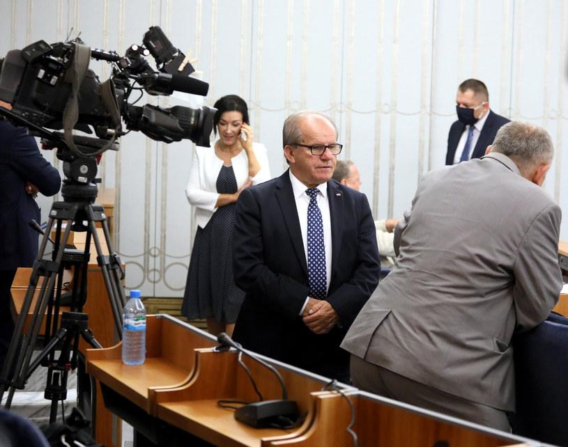 W środku senator Józef Łyczak / Jakub Kamiński    /East News