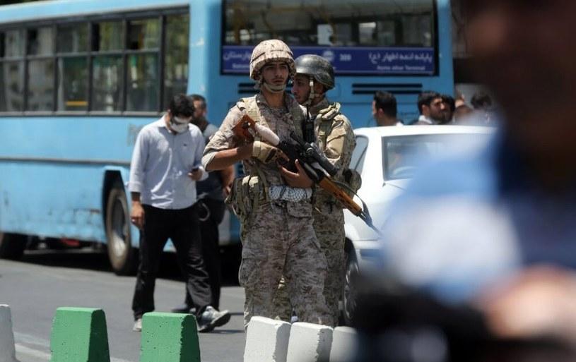 W środowych atakach w Iranie zginęło 12 osób /PAP/EPA