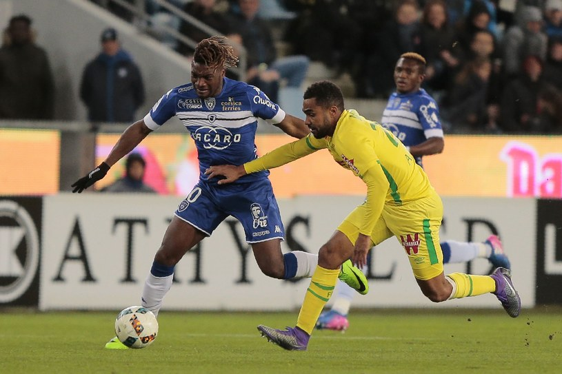 W środowym meczu na Stade Armand Cesari nie brakowało emocji /AFP