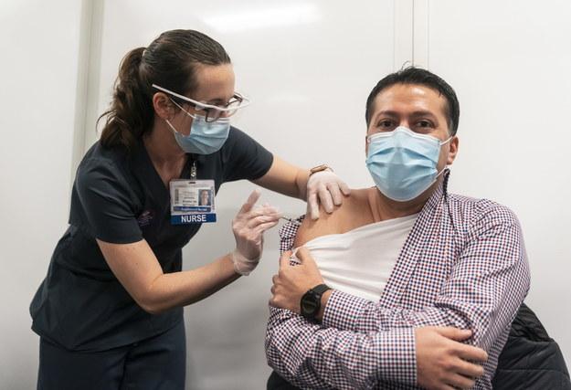 W Stanach Zjednoczonych ruszyły już szczepienia przeciw Covid-19 /STEPHEN BRASHEAR /PAP/EPA