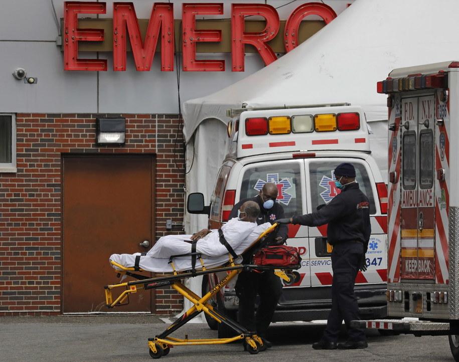 W stanie Nowy Jork największy dobowy przyrost zgonów wskutek koronawirusa /Peter Foley /PAP/EPA