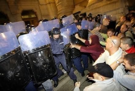 W starciach z policją rannych zostało około 200 osób /AFP