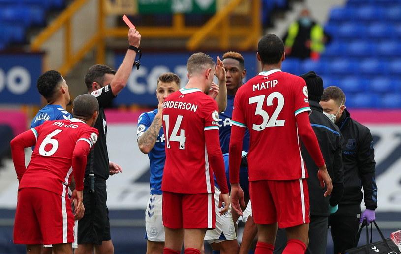 W starciu Evertonu z Liverpoolem Richarlison obejrzał czerwoną kartkę /Peter Byrne / POOL /PAP/EPA
