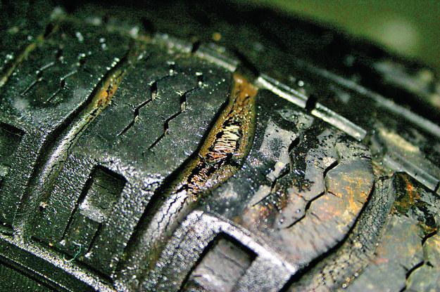 W starych oponach bieżnik przeciera się aż do osnowy /Motor