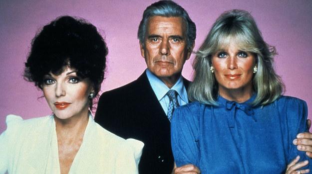 """W styczniu minęły 34 lata od emisji pierwszego odcinka """"Dynastii"""" w USA. Serial szybko podbił serca widzów na całym świecie. Mimo, że w 1989 r. zszedł ze sceny ze względu na niską oglądalność, z perspektywy czasu zaliczany jest do kultowych tytułów w historii tv. /Rex Features /East News"""