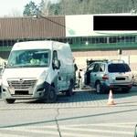 W Sułkowicach samochód wjechał w ścianę sklepu