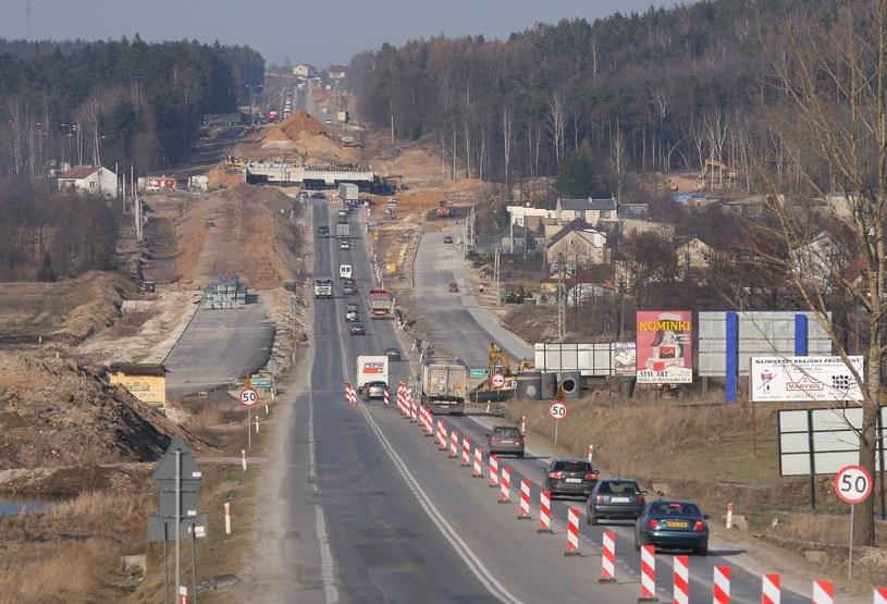 W sumie w świętokrzyskim zostanie odnowionych 115 km dróg /Łukasz Jóźwiak /Reporter