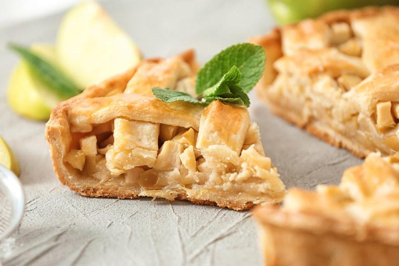 W Światowy Dzień Jabłka nie warto odmawiać sobie smacznej szarlotki! /123RF/PICSEL