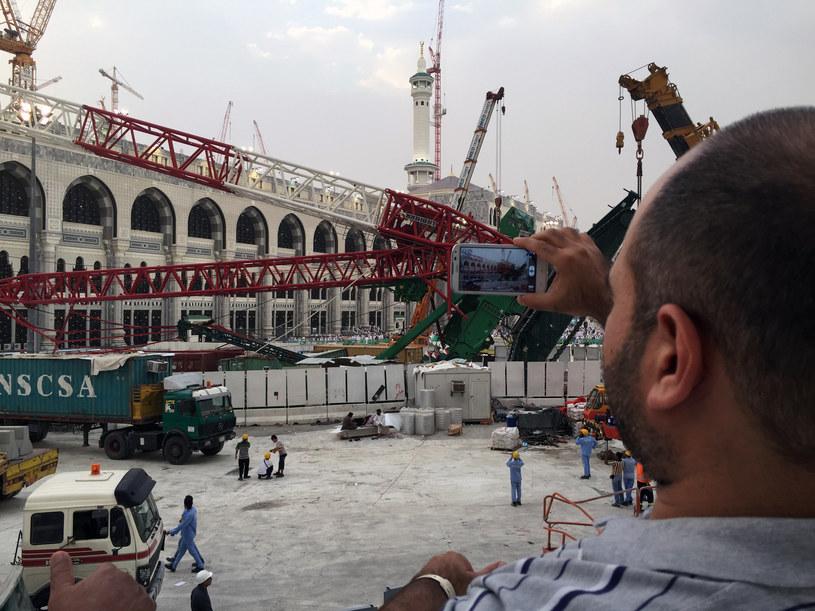 W świętym dla muzułmanów mieście na pielgrzymów runął dźwig /Saudi Arabia  /AFP