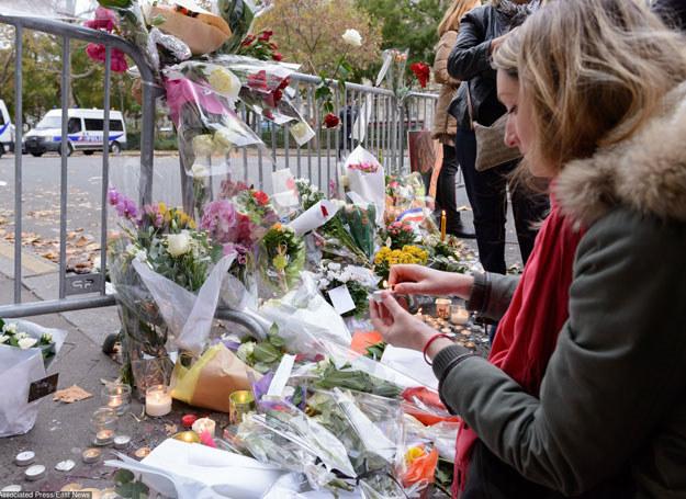 W sześciu zamachach w Paryżu życie straciło co najmniej 129 osób /Kyodo/FOTOLINK /East News