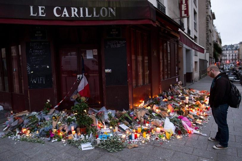 W sześciu zamachach w Paryżu życie straciło co najmniej 129 osób, a około 350 zostało rannych /MARIUS BECKER  /PAP/EPA