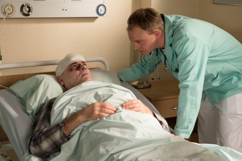 W szpitalu Romanem zajmie się Kamil /Agencja W. Impact