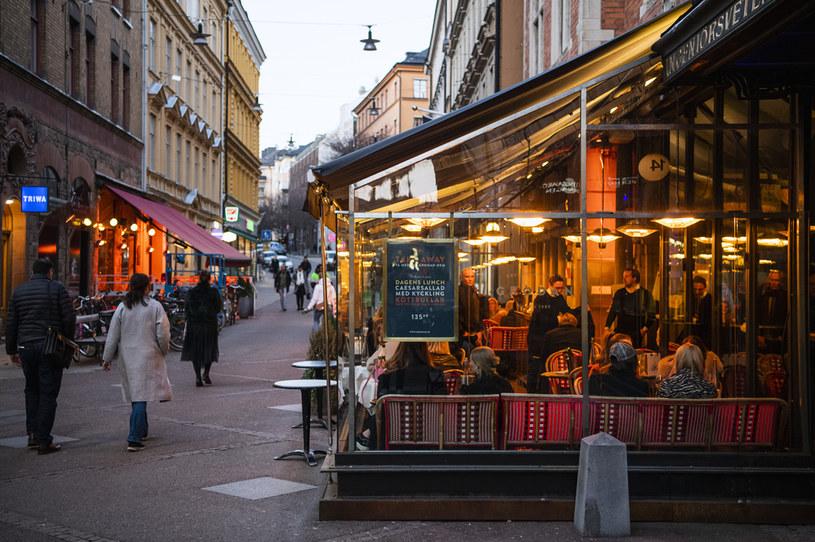 W Szwecji wciąż tętni życie uliczne /AFP