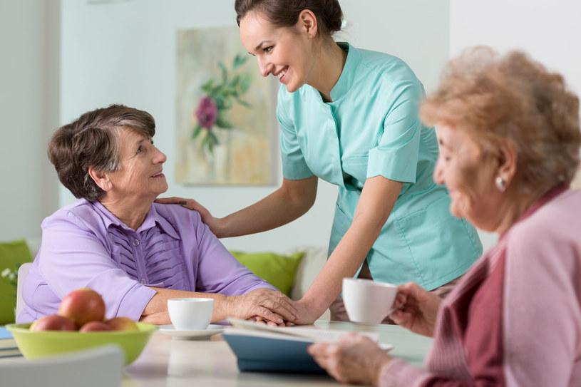 W szwedzkim eksperymencie wzięły udział pielęgniarki z domu seniora /123RF/PICSEL