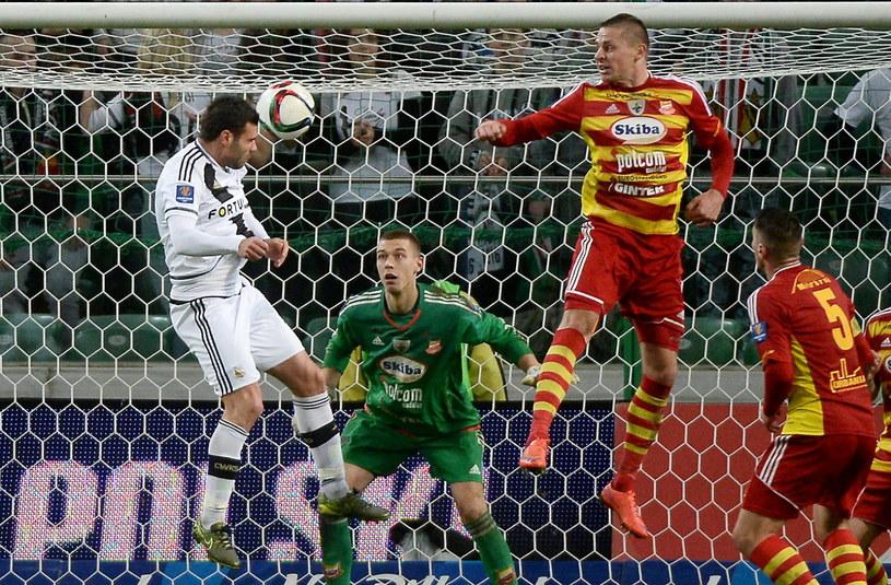 W taki sposób Nemanja Nikolić zdobył czwartą bramkę dla Legii w meczu z Chojniczanką /Bartłomiej Zborowski /PAP