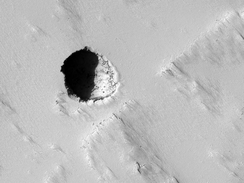 W takich jaskiniach na Marsie mogą zamieszkać ludzie /NASA