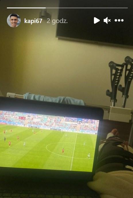 W takich warunkach Bartosz Kapustka oglądał mecz Legii Warszawa z Florą /Instagram/kapi67