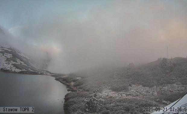 W Tatrach spadł śnieg. Niektóre szlaki są oblodzone